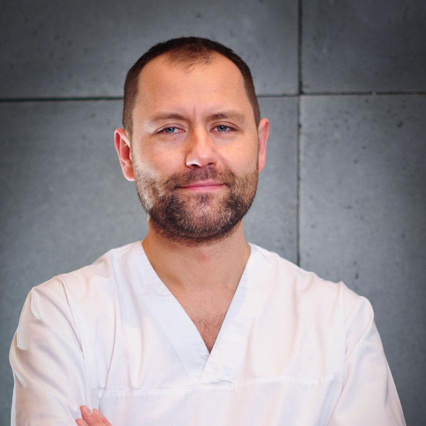 https://stomatolog-krzeszowice.pl/wp-content/uploads/2021/03/pietrzak.jpg